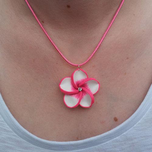 Virágos fehér pink nyaklánc
